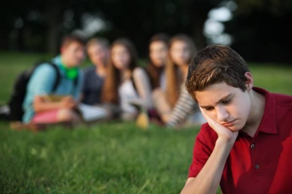 طرد شدن از سوی همسالان